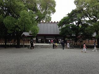 三種の神器のひとつ草薙神剣を祀る「熱田神宮」で面白いオジサマに出会った。