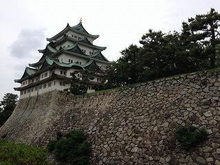 金のシャチホコを見物に名古屋城に登城。指ささず、呼ばずです。