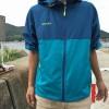 アウトドアで雨、風、紫外線(UV)を防ぐために、持ち運びも便利な「サウスフィールドの軽量ジャケット」を購入したよ。