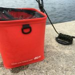 水くみバケツは網フタ付きで金属部品が使われてない物がいい。